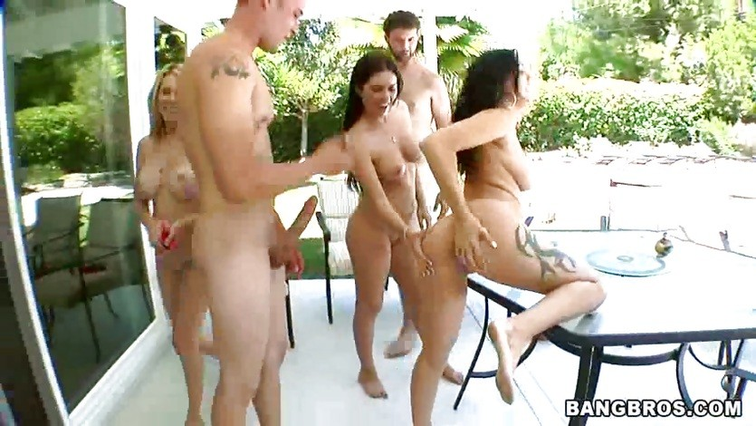 Alicia Foxx with her horny team have sex outdoor